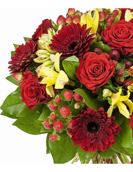 mazzo di fiori con rose e gerbere
